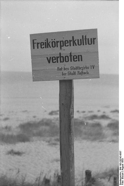 Bei Warnemünde, FKK-Verbotsschild