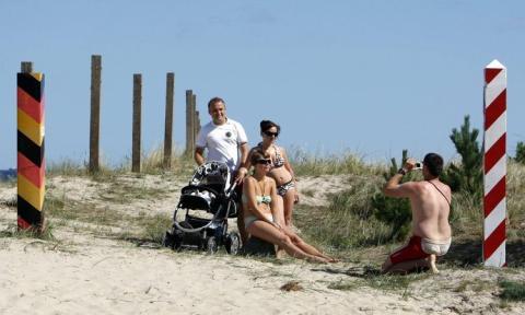 Achtung Grenze: Die Polen auf Usedom sind entsetzt, wie nackt es auf der anderen Seite zugeht.