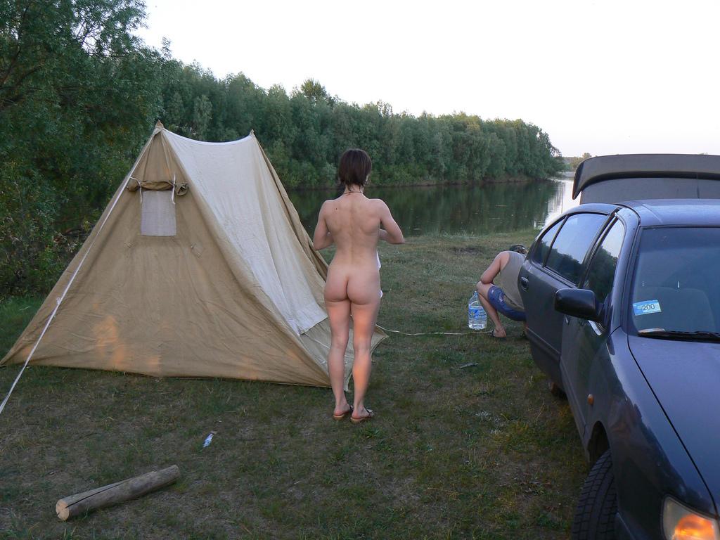 голые девушки в палатке фото