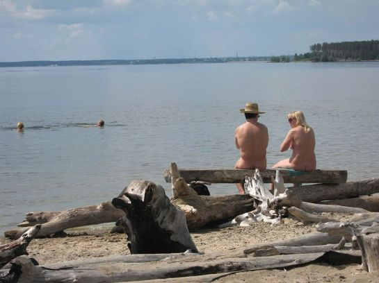 Unofficial nude beach at the Novosibirsk Reservoir, near Akademgorodok by Obakeneko - Wikimedia Commons