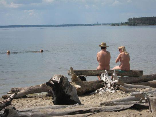 Unofficial nude beach at the Novosibirsk Reservoir, near Akademgorodok by Obakeneko - Wikimedia Commons